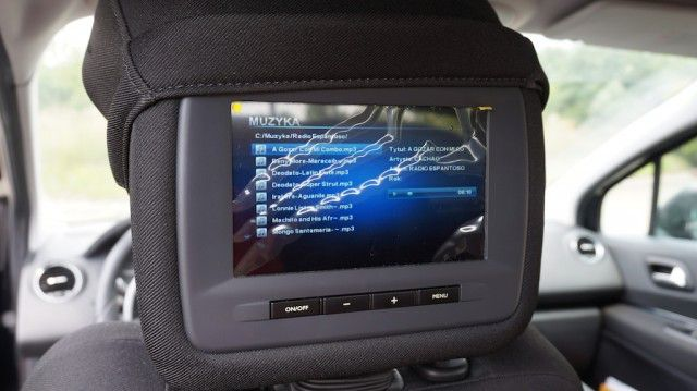 Monitory z zagłówkach i odtwarzacz filmów